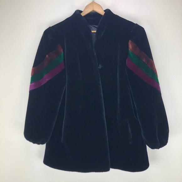 Vintage Jackets & Blazers - Vintage XL Fur Coat In Black with Shoulder Detail